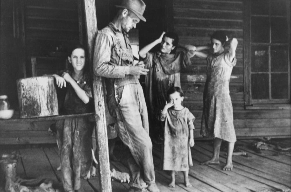 walker-evans-4-floyd-burroughs-and-his-childrens-tengle-alabama-1936